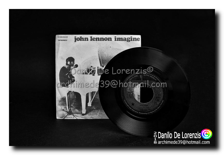John Lennon Imagine, 45 giri, still life in bianco e nero, by Danilo De Lorenzis